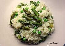 Jarní chřestovo-hráškové risotto