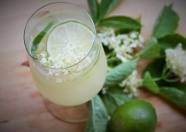 Jemně perlivá bezinková limonáda