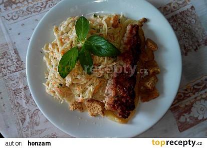 Kedlubnový salát se smetanou, krutonky a mátou