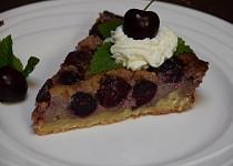Křehký třešňový koláč s krémem