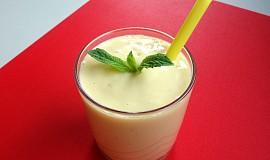 Mango lassi (indický jogurtový nápoj)