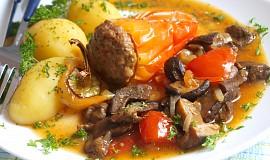 Plněná paprika na hříbcích a rajčatech