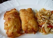 Plněný šunkový závitek zapečený v bramborových plátcích