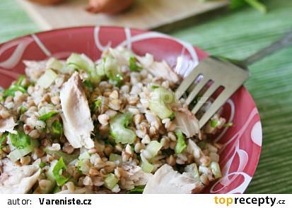 Pohankový salát s uzenou makrelou