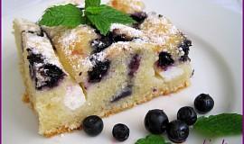 Pruhovaný borůvkový koláč