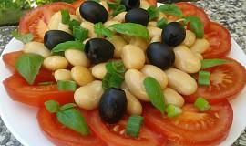 Rajčatový salát s fazolemi