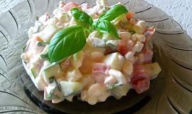Salát z cottage, okurky a rajčat