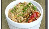 Salát z quinoy a pečené zeleniny