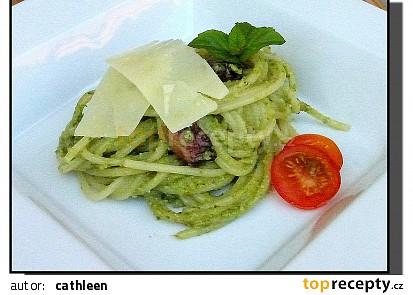 Špagety s mangoldovým pestem