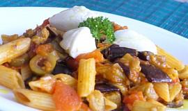 Těstoviny s pečeným lilkem, rajčaty a ricottou