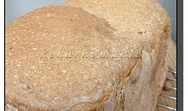 Tmavý pšenično-žitný chléb