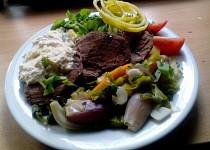 Vařené hovězí se zeleninou a křenovým smetanovým přelivem