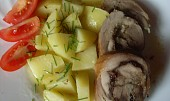 Vepřová roláda s brusinkami, švestkami a jablky