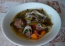 Zeleninová polévka s játrovými knedlíčky