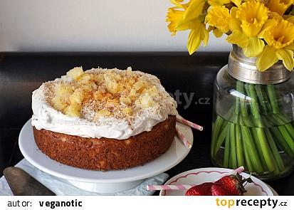 Ananasovo-ořechovo-kokosový dortík se šlehačkou