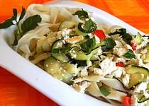 Dlouhé nudle s cuketou a tofu