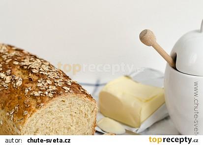 Domácí chléb s ovesnými vločkami a medem