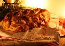Domácí vánočka s rozinkami