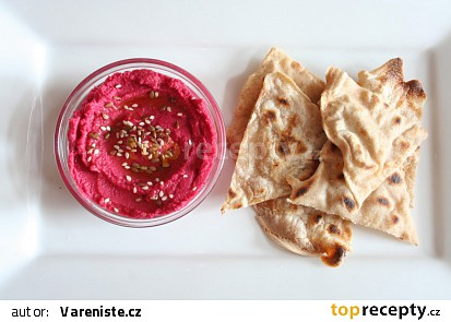 Hummus s červenou řepou a semínky