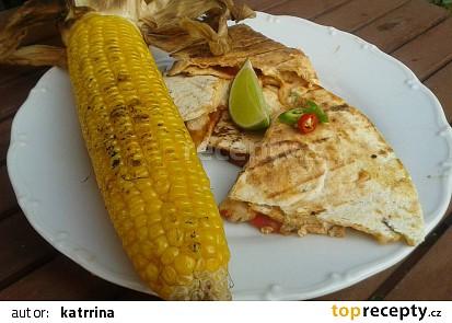 Kuřecí fajita quesadillas na grilu s kukuřičným klasem