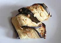 Lilek pečený v jogurtu a mandlích