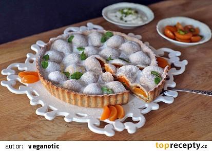Meruňkový koláč s marcipánem a pistáciemi