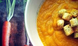 Mrkvová polévka s chilli a koriandrem