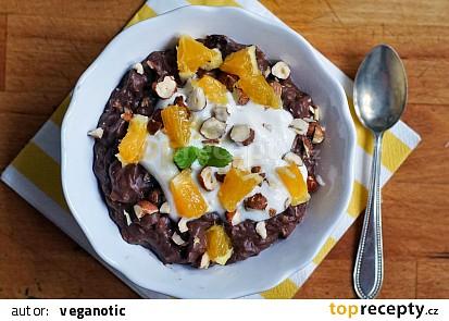 Ovesná čokoládovo-pomerančová kaše s ořechy