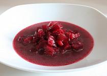 Polévka z červené řepy s řapíkatým celerem