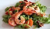 Rukolový salát s garnelami a rajčaty