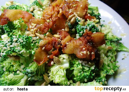 Salát ze syrové brokolice