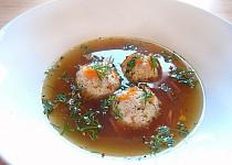 Silný zeleninový vývar s (macesovými) knedlíčky