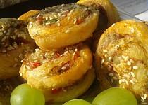Šneky z listového těsta s Nivou a ořechy
