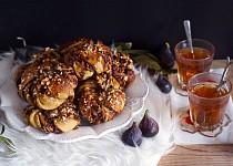 Švédské rolky s nutelou, ořechy a kardamomem