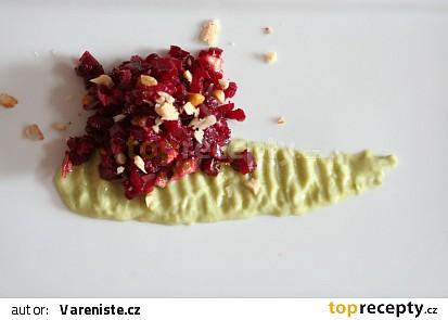 Tartar z červené řepy s medovo-avokádovým dipem