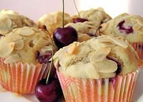 Třešňové muffiny s mandlemi