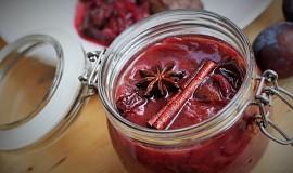 Voňavé švestky v červeném víně