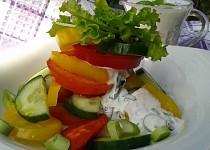 Zeleninový salát s kefírovou zálivkou