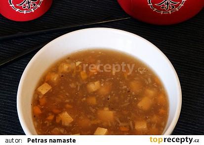 Čínská pikantní polévka s tofu