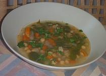 Cizrnová polévka s mangoldem a zeleninou