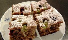 Cuketový koláč s drobným ovocem