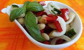 Fazolový salát s bazalkou