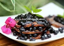 Jogurtové lívance s borůvkovou omáčkou