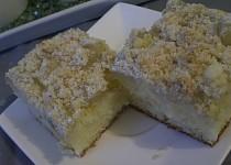 Jogurtový koláč s ořechovou drobenkou
