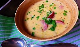 Kapustová polévka se smetanou, bramborem a klobásou