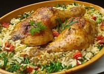 Kuřecí stehna pečená s rýži z jednoho pekáčku