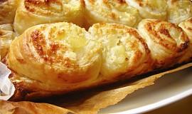 Listový koláč s ananasem a kokosovým krémem