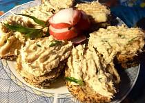 Makrelová pomazánka s křenem a bylinkami