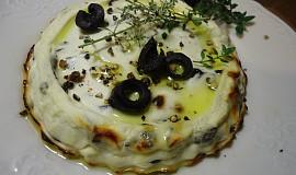 Pečená ricotta s olivami a tymiánem