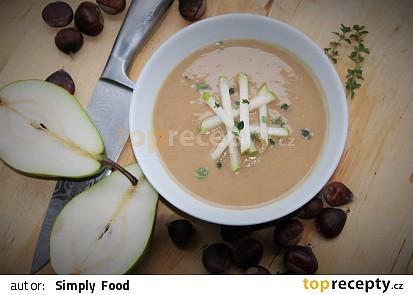 Polévka z pečených kaštanů a hrušek